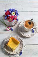 Bilder Kaffee Backware Sträuße Gänseblümchen Hyazinthen Bretter Tasse Teller Lebensmittel