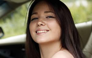 Fotos Gesicht Lächeln Blick Haar Zähne Süß Mädchens
