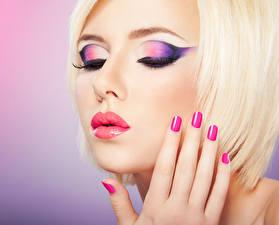 Fotos Finger Blond Mädchen Gesicht Maniküre Make Up junge frau