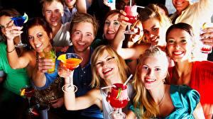 Bilder Feiertage Mann Menschen Blondine Weinglas Lächeln Freude junge Frauen