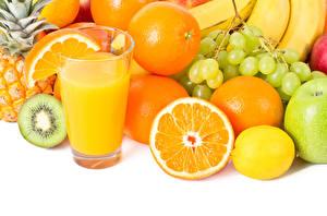 Bilder Fruchtsaft Obst Apfelsine Zitrone Weintraube Weißer hintergrund Trinkglas Lebensmittel