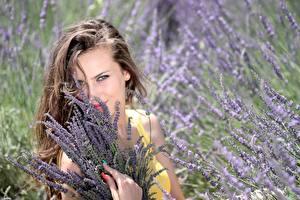 Fonds d'écran Lavande Aux cheveux bruns Voir Sourire Manucure Belles Filles