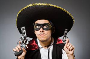 Hintergrundbilder Mann Maske Pistolen Grauer Hintergrund Revolver Der Hut Starren