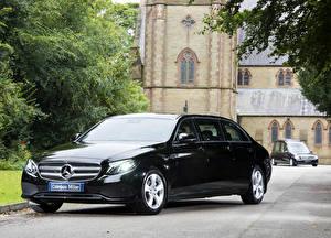Fotos Mercedes-Benz Schwarz Metallisch 2017-19 Coleman Milne Mercedes-Benz E-Klasse Limousine Autos