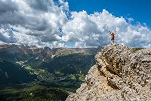 Картинки Горы Пейзаж Утес Облака