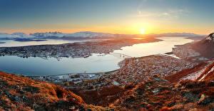 Hintergrundbilder Norwegen Gebäude Sonnenaufgänge und Sonnenuntergänge Schiffsanleger Bucht Tromso Städte