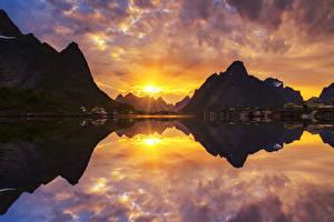 Hintergrundbilder Norwegen Gebirge Sonnenaufgänge und Sonnenuntergänge Haus Bucht Natur