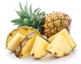 Bilder Ananas Hautnah Weißer hintergrund Stück Lebensmittel