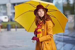 Bilder Rotschopf Der Hut Regenschirm Starren Mädchens