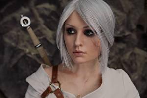 Bilder The Witcher 3: Wild Hunt Ciri Blondine Blond Mädchen Starren Junge Frauen Mädchens