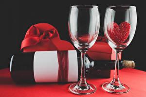 Bilder Valentinstag Weinglas 2 Flasche Herz Lebensmittel
