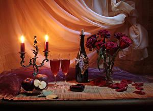 Fotos Valentinstag Stillleben Rosen Kerzen Wein Äpfel Vase Flasche Weinglas Petalen Herz Lebensmittel Blumen