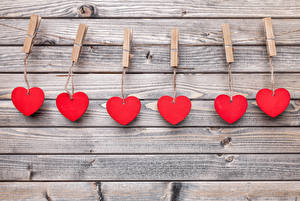 Bilder Valentinstag Bretter Mauer Herz Wäscheklammer Rot