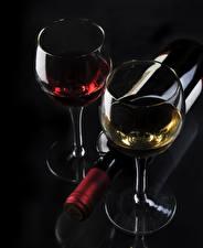 Fotos Wein Schwarzer Hintergrund Flasche Weinglas Lebensmittel