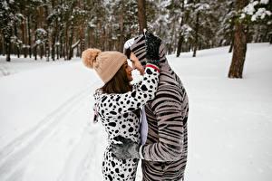 Photo Winter Man Love 2 Hug Winter hat young woman