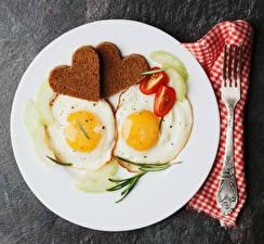 Fotos Brot Tomate Teller Essgabel Zwei Spiegelei Herz