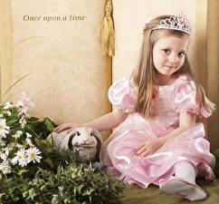 Fotos Krone Kaninchen Kleine Mädchen Kleid kind