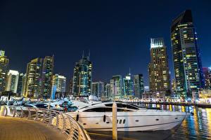 Bakgrunnsbilder Dubai De forente arabiske emirater Hus Skyskrapere Passbåt Småbåthavnen Natt en by