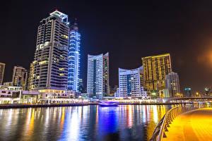 Bakgrunnsbilder De forente arabiske emirater Dubai Hus Skyskraper Elver Elv Natt en by