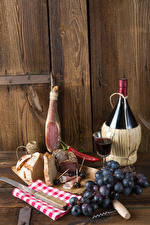 デスクトップの壁紙、、静物画、ワイン、ハム、ブドウ、パン、壁、木の板、瓶、ウォッカのガラス、食品