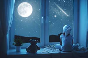 Bilder Teddybär Fenster Nacht Mond Kleine Mädchen Sitzend Schnee Kinder