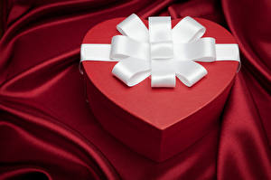 Image Valentine's Day Box Present Heart Bow