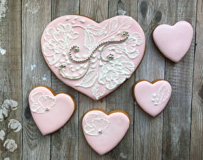 Pictures Valentine's Day Cookies Wood planks Design Heart Pink color Food