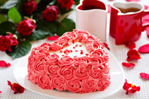 Hintergrundbilder Valentinstag Süßigkeiten Torte Design Herz Blütenblätter das Essen