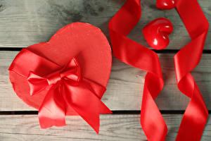 Fotos Valentinstag Bretter Herz Schachtel Schleife Band Geschenke