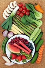 Bilder Gemüse Obst Gurke Tomate Pilze Zwiebel Wassermelonen Erdbeeren Beere