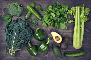 Bilder Gemüse Peperone Gurke Avocado Bretter Grün Lebensmittel