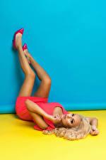 Bilder Blondine Bein Kleid Mädchens