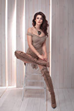 Hintergrundbilder Braune Haare Sitzend Stiefel Mädchens