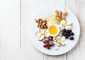 Bilder Käse Schalenobst Trauben Brombeeren Honig Bretter Teller