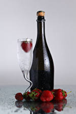 Pictures Drinks Strawberry Bottles Stemware Drops Food
