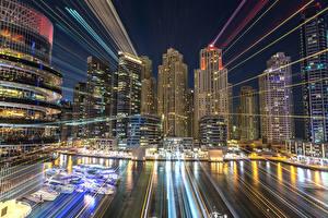 Fotos VAE Dubai Gebäude Wolkenkratzer Bootssteg Nacht Lichtstrahl Städte
