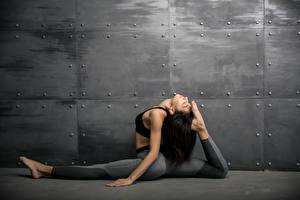 Photo Fitness Walls Brunette girl Physical exercise Legs Girls Sport