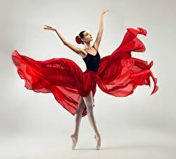 Photo Gray background Ballet Dancing Hands Girls
