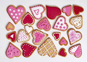 Bilder Feiertage Kekse Valentinstag Weißer hintergrund Herz Design Lebensmittel