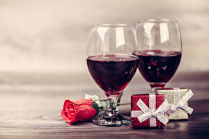 Image Holidays Wine Roses Stemware 2 Present Flowers