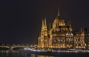 Tapety na pulpit Węgry Budapeszt Domy Rzeki Most Noc Miasta