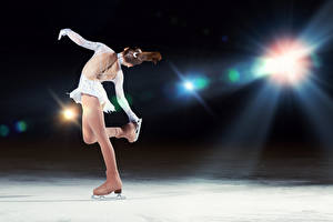Fotos Eis Tanzen Braunhaarige Schlittschuh Rücken Mädchens Sport