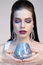 Fotos Schmuck Brünette Weinglas Make Up Mädchens