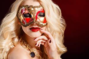 Bilder Masken Finger Farbigen hintergrund Blond Mädchen Gesicht Maniküre Rote Lippen junge frau