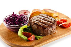 Fotos Fleischwaren Tomate Salat Weißer hintergrund Schneidebrett Lebensmittel