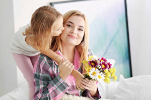 Images Mother Bouquets Two Little girls Blonde girl Hands Children Girls