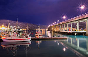 壁纸、、ノルウェー、橋、桟橋、船、湾、夜、街灯、Tromso bridge、