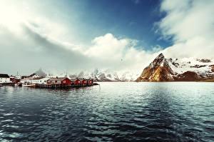 Hintergrundbilder Norwegen Lofoten Gebirge Gebäude Bootssteg Bucht Reine