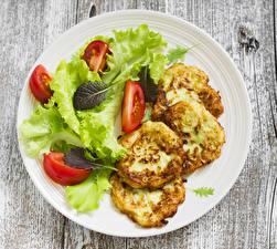 Fotos Eierkuchen Gemüse Tomate Teller Lebensmittel