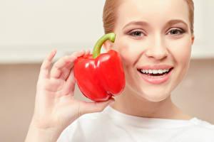Wallpaper Pepper Face Smile Hands Girls